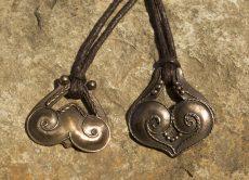 Női és férfi bronz amulett medál párban