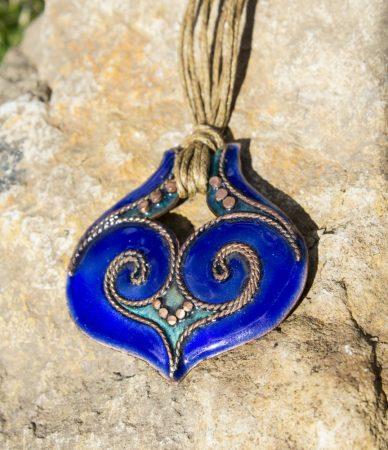 Kék tűzzománc ikerörvényes medál
